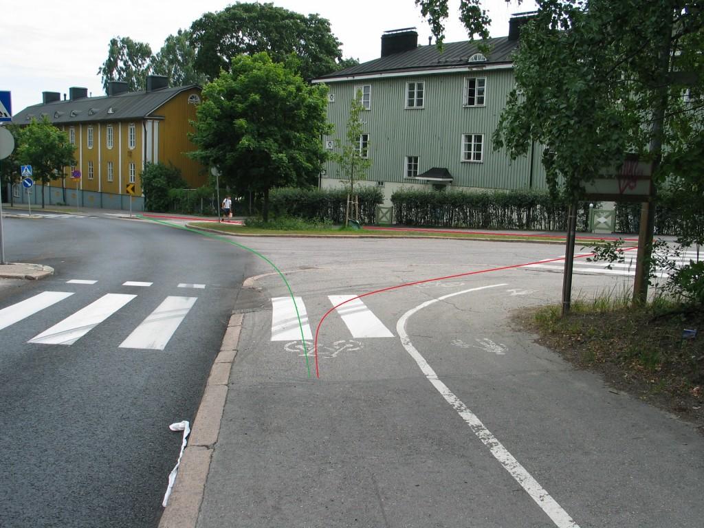 Kuva Käpylästä. Yksisuuntaisuus mahdollistaisi vihreän ajolinjan. Tällä hetkellä vihreää käyttää jo useat, mutta varsinainen suunniteltu reitti olisi punainen viiva