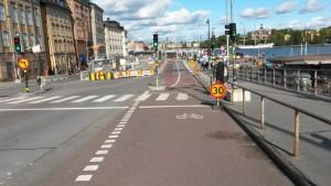 Skeppsbronilla isot työmaat poistavat ajokaistoja, mutta eivät kävelyä ja pyöräilyä.