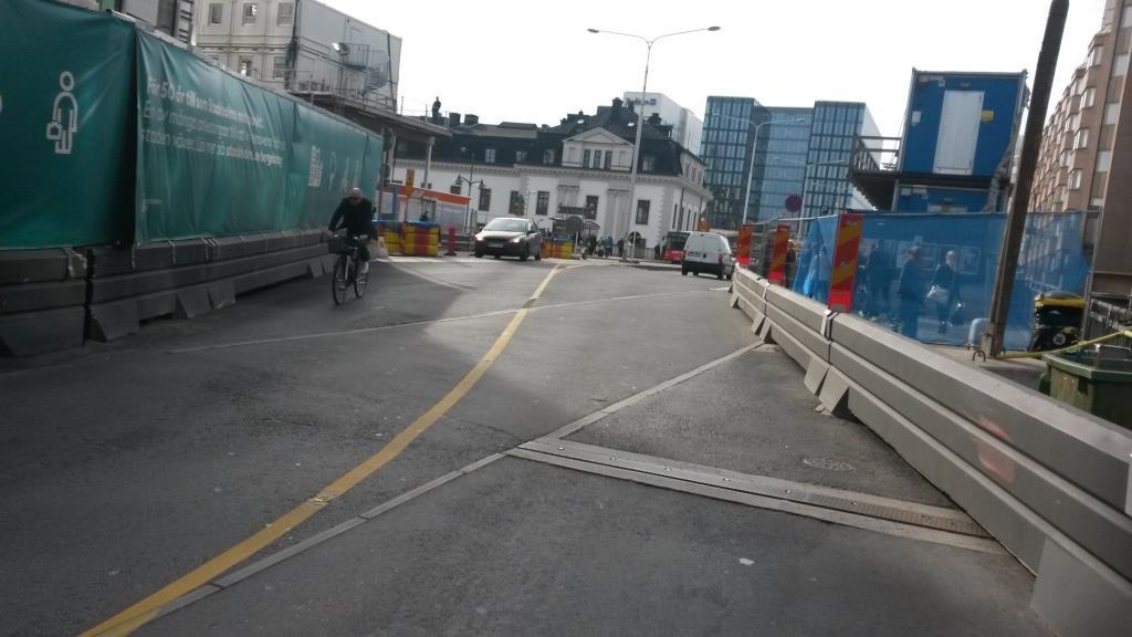 Ja näin. Moottoriajoneuvoliikenne on päätetty sopeuttaa pyöräilyyn. Kuva Tukholmasta.