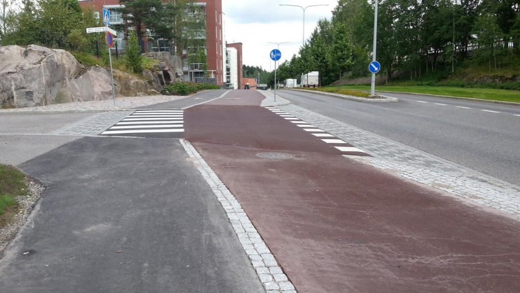 Korotettu pyörätienjatke