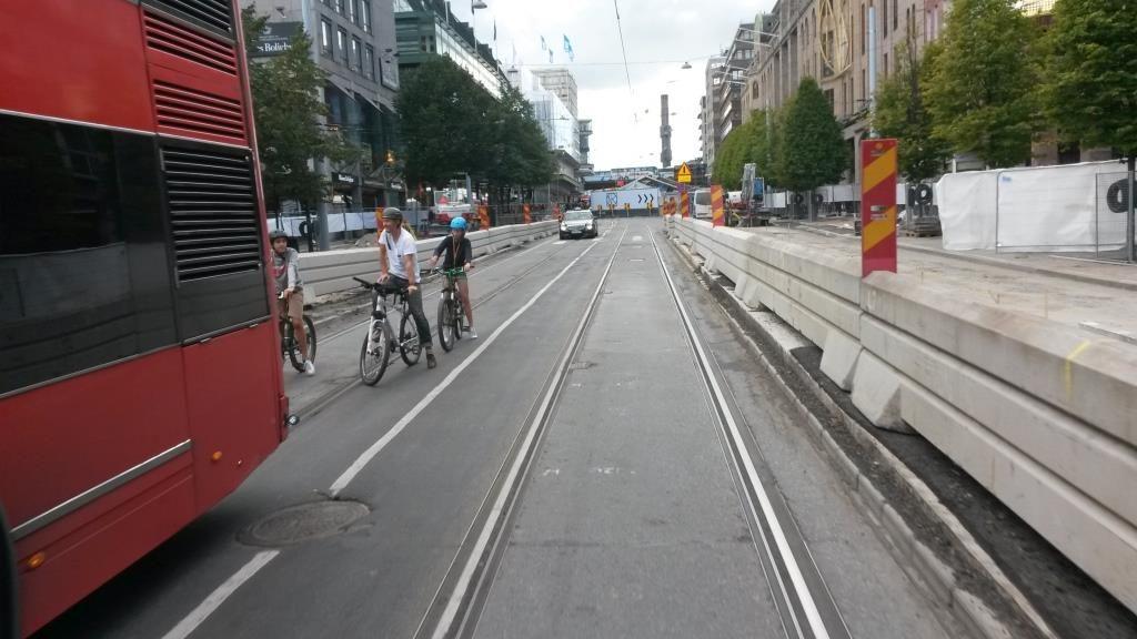 Pyöräily on helppoa ja turvallista, jos niin halutaan. Hamngatan, Tukholma.